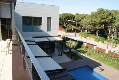 Modern house in prestigious community in Castelldefels